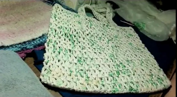 Crochet a Bag out of Plastic Bags (Plarn)