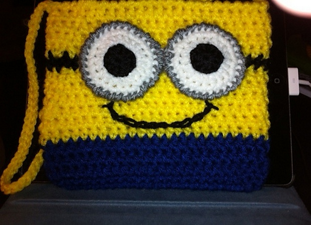 Crochet Me Free Patterns : Patterns ? Crochet Your Own Minion Purse and Mobile Phone Case?Free ...
