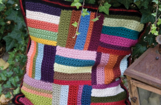Colorful Patchwork-Style Crochet Cushion – Free Pattern!