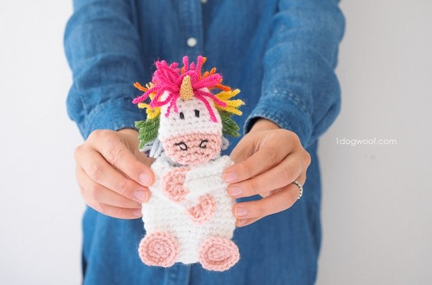 Amigurumi unicorn gift card holder