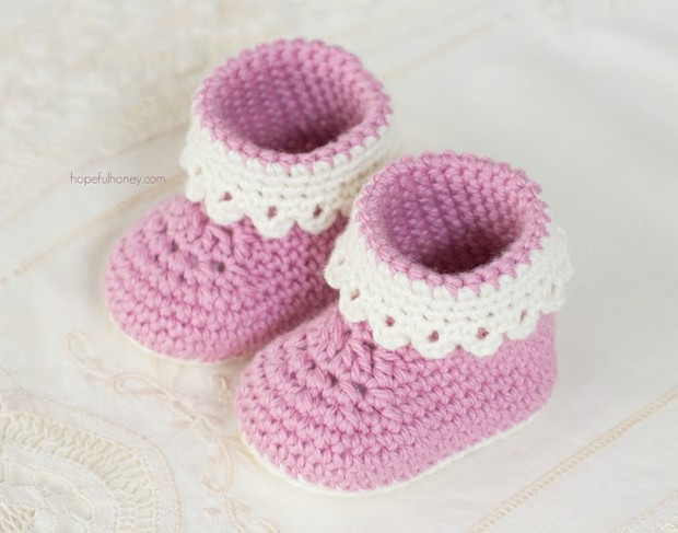 Beautiful and Dainty Crochet Baby Booties – Free Pattern!