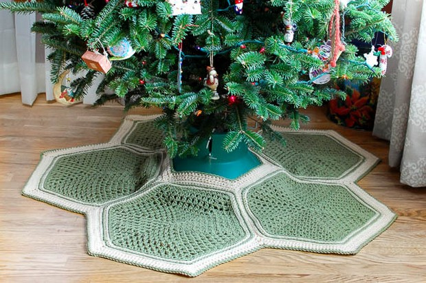 Free Pattern Heres A Festive Crochet Christmas Tree Skirt That