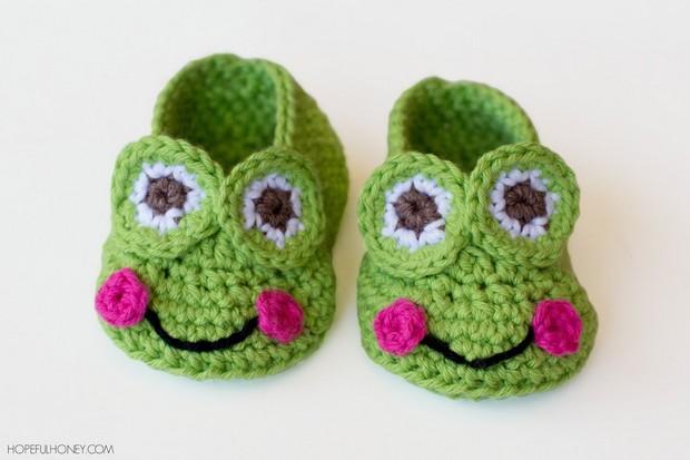 crochet frog baby booties