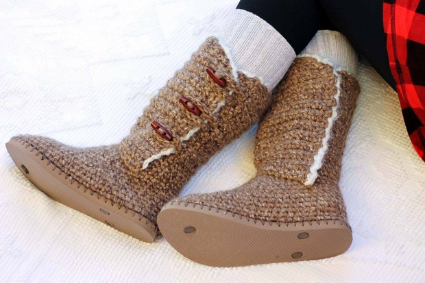 7758fddd5 Turn Flip Flops into Stylish DIY Crochet Boots - Free Pattern and ...