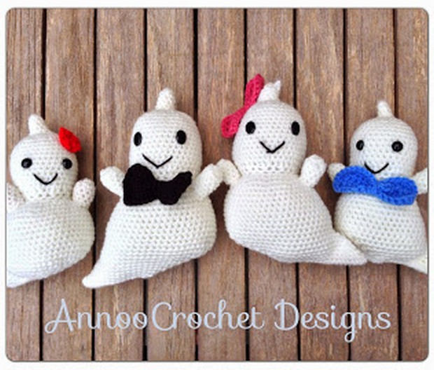 crochet amigurumi ghosts