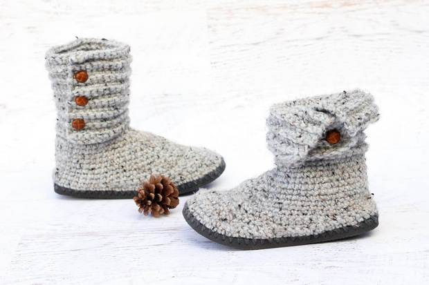 97c61eabd Make these Cozy Crochet Boots with Flip Flop Soles – This Free Tutorial +  Pattern Will Show You How!