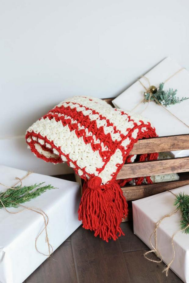 Christmas Crochet Blanket Free Pattern.This Beautiful Crochet Christmas Holiday Blanket Is An Easy