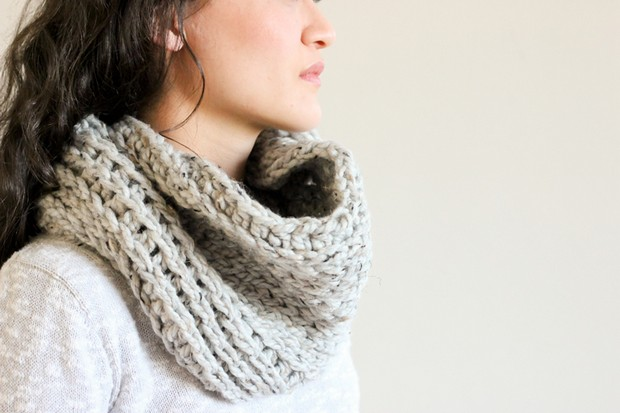 Knit-like Crochet Cowl Free Pattern