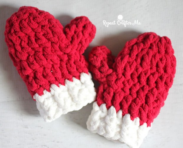 Free Pattern Crochet These Easy Beautiful Christmas Mittens In