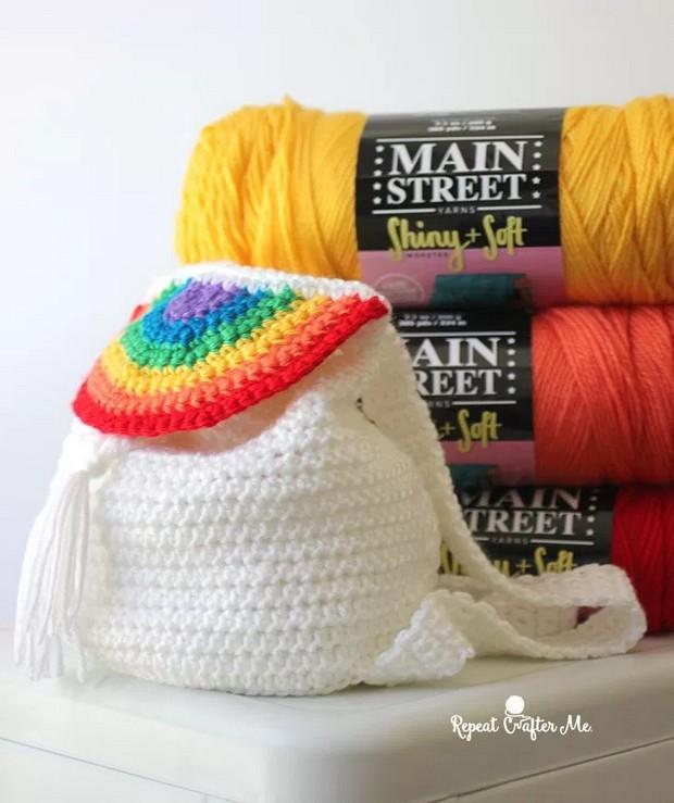 7989111e6c24e  FREE Pattern  Fabulous DIY Crochet Rainbow Backpack!
